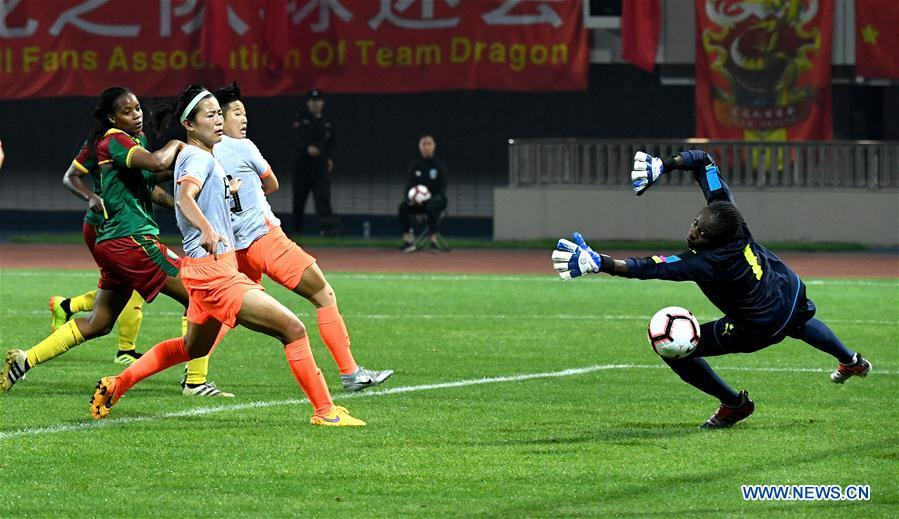 Cameroon\'s goalkeeper Annette Ngo Ndom (1st R) saves the ball during the final match between China and Cameroon at the 2019 International Women\'s Football Tournament in Wuhan, central China\'s Hubei Province, April 7, 2019. China won 1-0. (Xinhua/Cheng Min)