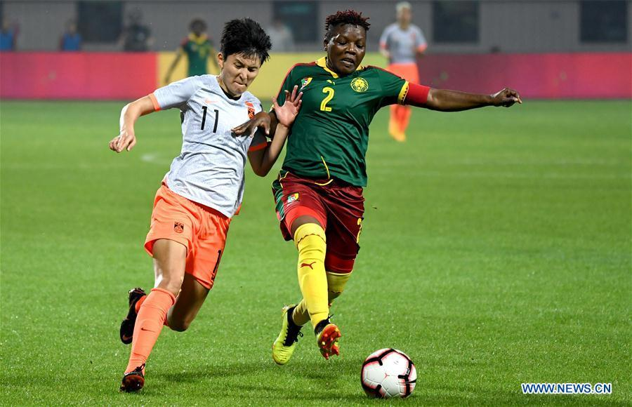 Christine Manie (R) of Cameroon vies with Wang Shanshan of China during the final match between China and Cameroon at the 2019 International Women\'s Football Tournament in Wuhan, central China\'s Hubei Province, April 7, 2019. China won 1-0. (Xinhua/Cheng Min)