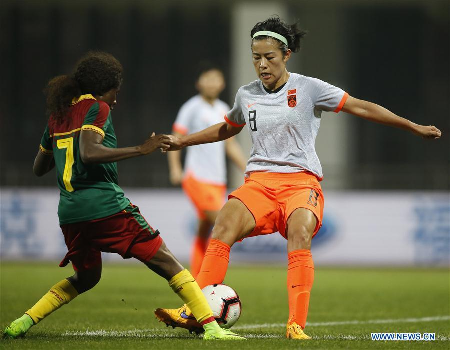 China\'s Li Jiayue (R) vies with Cameroon\'s Gabrielle Aboudi Onguene during the final match between China and Cameroon at the 2019 International Women\'s Football Tournament in Wuhan, central China\'s Hubei Province, April 7, 2019. China won 1-0. (Xinhua/Ding Xu)