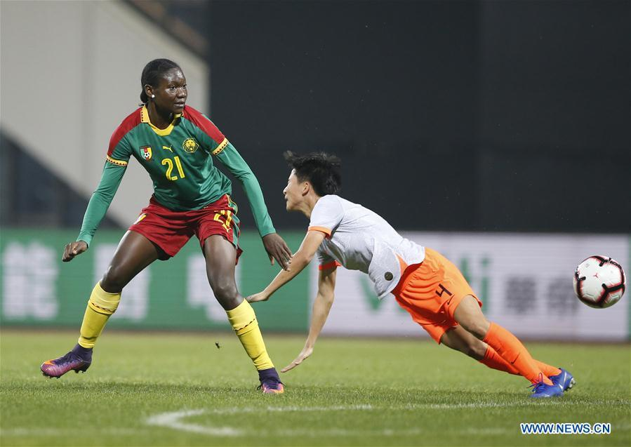 China\'s Lou Jiahui (R) vies with Cameroon\'s Alexandra Takounda Engolo during the final match between China and Cameroon at the 2019 International Women\'s Football Tournament in Wuhan, central China\'s Hubei Province, April 7, 2019. China won 1-0. (Xinhua/Ding Xu)