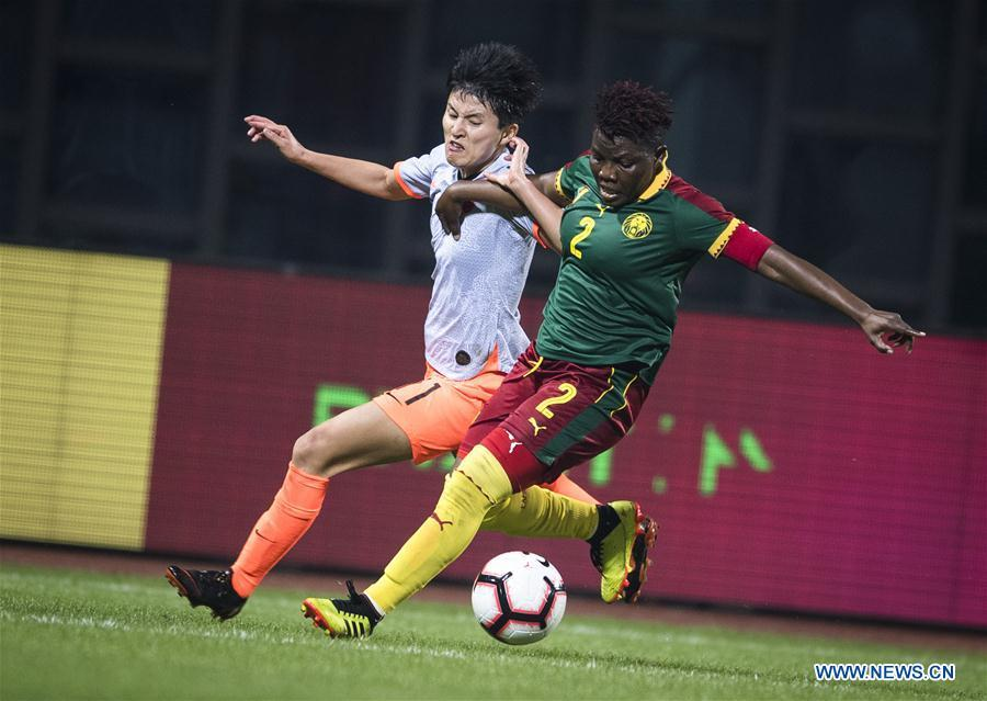 Wang Shanshan (L) of China vies with Christine Manie of Cameroon during the final match between China and Cameroon at the 2019 International Women\'s Football Tournament in Wuhan, central China\'s Hubei Province, April 7, 2019. (Xinhua/Xiao Yijiu)