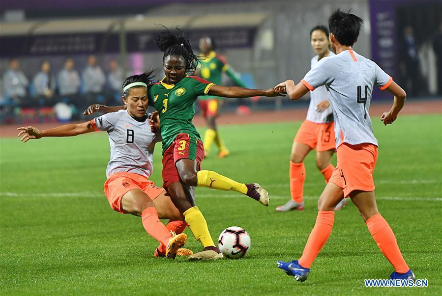 Ajara Nchout Njoya (2nd L) vies with Li Jiayue (1st L) of China during the final match between China and Cameroon at the 2019 International Women\'s Football Tournament in Wuhan, central China\'s Hubei Province, April 7, 2019. China won 1-0. (Xinhua/Xiong Qi)