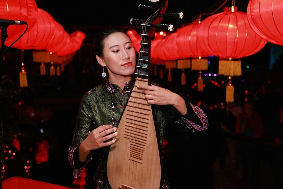 A Chinese musician plays the pipa, the four-stringed Chinese lute, during the 10th Chinese Lantern Festival in Hastings, New Zealand, on April 5, 2019. (Photo/Chinaculture.org)
