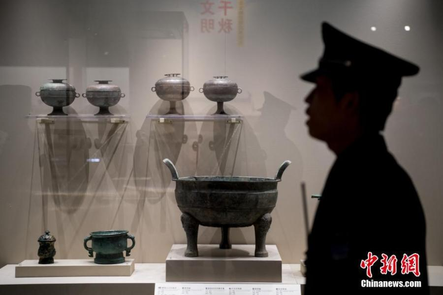 Cultural relics on display at a ceremony in Shanxi Province, April 9, 2019. Shanxi police handed over 12,633 cultural relics seized in campaigns combating all kinds of crimes related to antiquities since 2018 to the Shanxi Provincial Cultural Relics Bureau on Tuesday, including 73 first-class state relics. (Photo: China News Service/Li Tingyao)