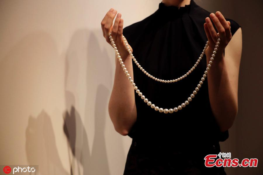 A model displays a natural pearl sautoir with one hundred and ten natural pearls, at Christie\'s auction rooms in London, Tuesday, April 9, 2019. The necklace estimated at 2,500,000-3,500,000 US dollars will be sold at the Geneva Magnificent Jewels auction on May 15. (Photo/IC)