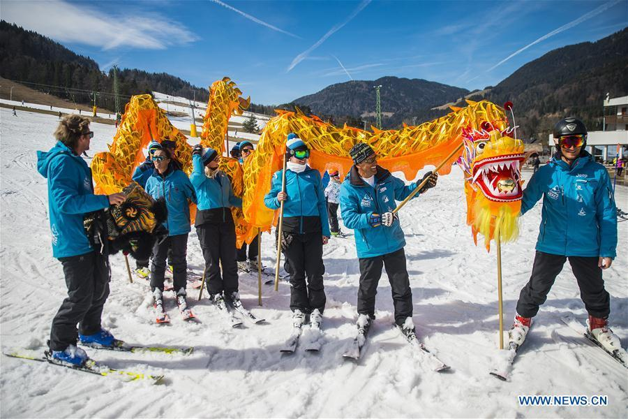 Skiers from one of the Slovenian ski school perform Chinese dragon with the blessing for the 2022 Beijing Winter Games in Kranjska Gora, Slovenia on March 16, 2019. (Xinhua/Matic Stojs Lomovsek)