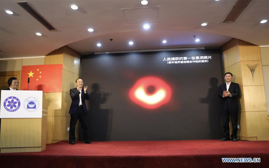 The first-ever image of a supermassive black hole at the heart of the distant galaxy M87 is released during a press conference held by Shanghai Astronomical Observatory (SAO), in east China\'s Shanghai, April 10, 2019. The image of the black hole, based on observations through the Event Horizon Telescope (EHT), a planet-scale array of eight ground-based radio telescopes forged through international collaboration, was unveiled in coordinated press conferences across the globe at around 9:00 p.m. (Beijing time) on Wednesday. The landmark result offers scientists a new way to study the most extreme objects in the universe predicted by Albert Einstein\'s general relativity. (Xinhua/Jin Liwang)