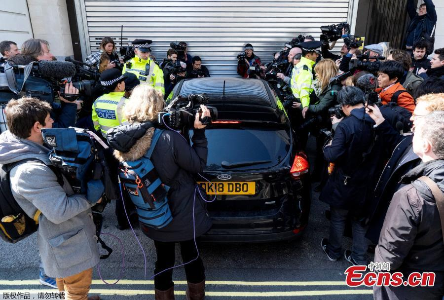 Media waiting for the arrival of WikiLeaks founder Julian Assange swarm around a car that arrives at Westminster magistrates court in London, April 11, 2019. Police in London arrested WikiLeaks founder Assange at the Ecuadorean embassy for failing to surrender to the court in 2012, shortly after the South American nation revoked his asylum. (Photo/Agencies)