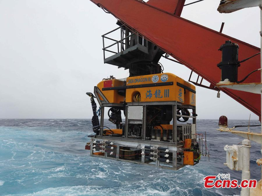 China\'s unmanned submersible \