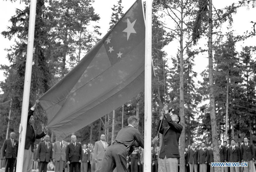 File photo taken on July 29, 1952 shows that a member of Chinese delegation hoisting the national flag in the Helsinki Olympic Athlete\'s Village. The 15th Summer Olympic Games took place in Helsinki, capital of Finland, from July 19 to August 3, 1952. The newly founded People\'s Republic of China sended a 40-member-delegation to the Games. From sending athletes to Helsinki Summer Olympic Games for the very first time in 1952 to winning the bid to host 2022 Winter Olympic Games in 2015, the People\'s Republic of China went through a remarkable history of sports, including successfully hosting the 2008 Summer Olympic Games and preparing for the upcoming 2022 Winter Olympic Games. (Xinhua)