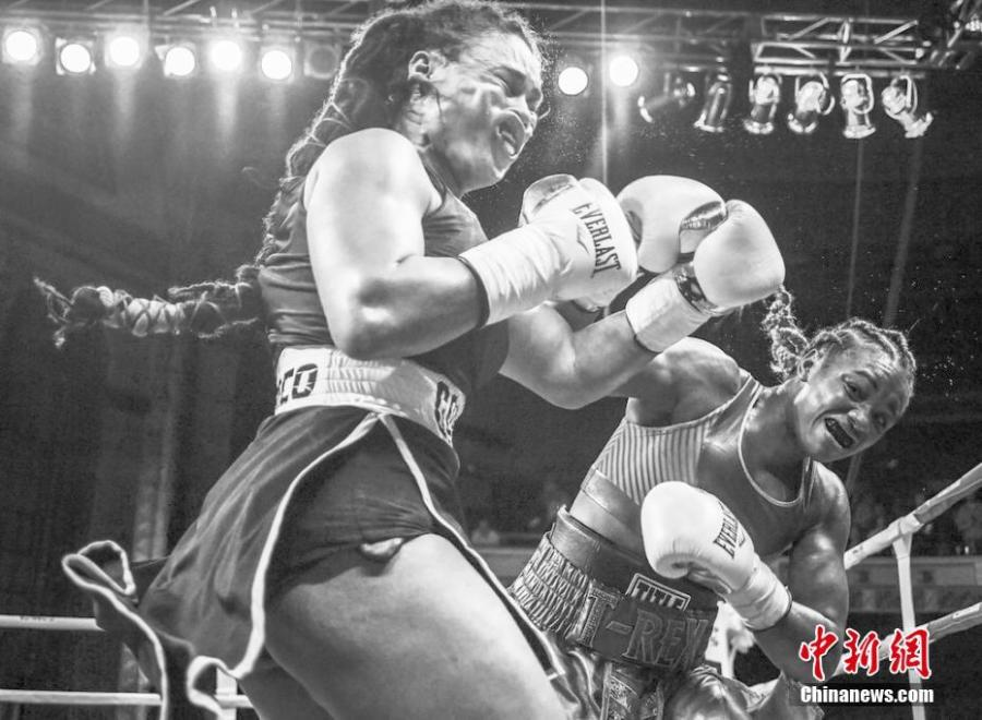 Sports, singles, 3rd prize  Olympic champion Claressa Shields (right) meets Hanna Gabriels in a boxing match at the Masonic Temple in Detroit, Michigan, USA, June 22, 2018.  Photographer: Terrell Groggins
