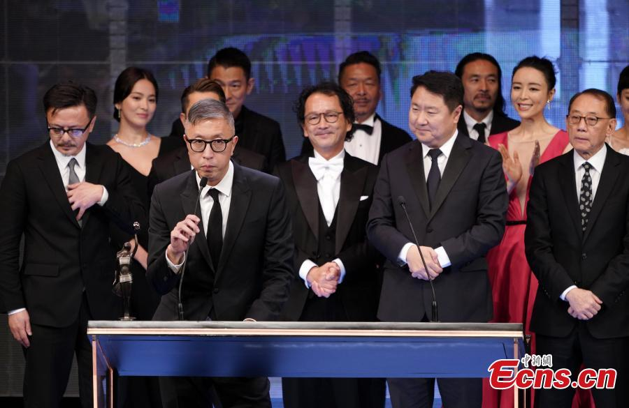 Felix Chong makes a speech after winning the Best Director at this year\'s Hong Kong Film Awards, April 14, 2019. Crime thriller Project Gutenberg was the night's biggest winner, bagging seven awards, including best film, after receiving 17 nominations. (Photo: China News Service/Zhang Wei)
