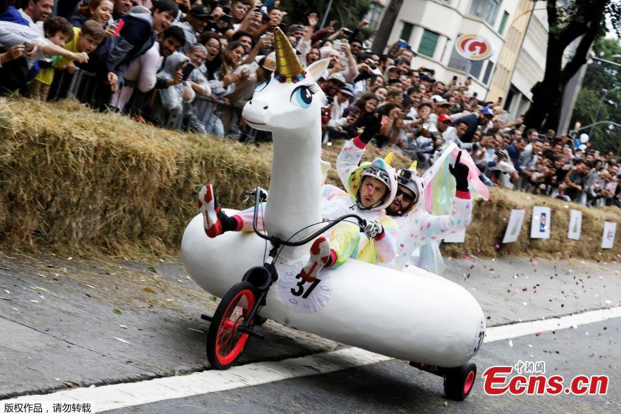 Competitors ride a homemade vehicle on a downhill track during the Red Bull Soapbox Race in Sao Paulo, Brazil, April 14, 2019. The Red Bull Soapbox race is an annual event where amateur drivers race their homemade soapbox vehicles down a hill through obstacles. (Photo/Agencies)