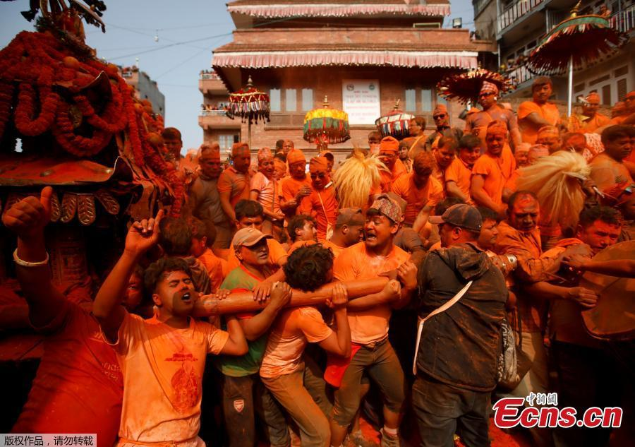 Nepalese devotees participate in chariot procession during a celebration of Sindoor Jatra Festival at Thimi in Bhaktapur, Nepal, April 15, 2019. The festival is celebrated to welcome the Nepalese New Year and the beginning of the spring season in Nepal.  (Photo/Agencies)