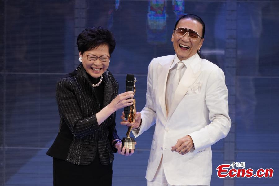Hong Kong\'s chief executive Carrie Lam Cheng Yuet-ngor presents the Lifetime Achievement Award to veteran actor Patrick Tse Yin at the 38th Hong Kong Film Awards, April 14, 2019. Crime thriller Project Gutenberg was the night\'s biggest winner, bagging seven awards, including best film, after receiving 17 nominations. (Photo: China News Service/Zhang Wei)