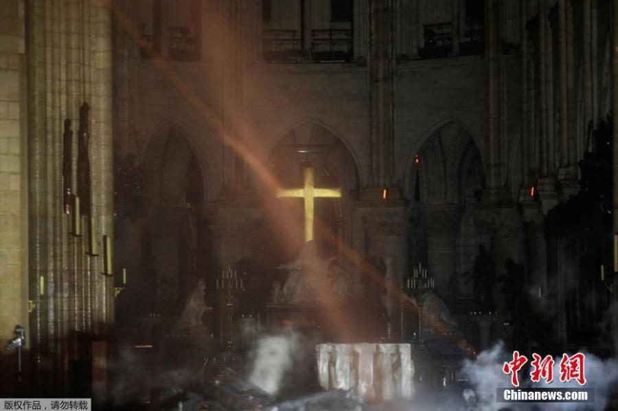Photo shows the altar of Notre-Dame following the fire, April. 15, 2019. A catastrophic fire engulfed the upper reaches of Paris\'  (Photo/Agencies)