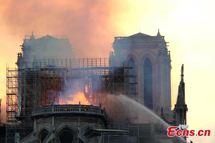 Firefighters work near the Notre Dame Cathedral in central Paris, capital of France, on April 15, 2019. A blaze broke out on Monday afternoon at the Notre Dame Cathedral in central Paris. (Photo/China News Service)