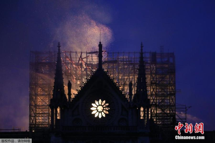 Flames and smoke rise from Notre Dame cathedral as it burns in Paris, April 15, 2019. (Photo/Agencies)