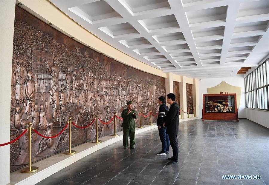 Wang Mutou (1st, L) interprets at Baiyangdian memorial hall of anti-Japanese war in Xiongan New Area, north China\'s Hebei Province, April 10, 2019. Restoration work has started in Baiyangdian Lake, northern China\'s largest freshwater body. High-pollution and energy-intensive production has been tackled. As a result, water quality has improved remarkably. (Xinhua/Mu Yu)