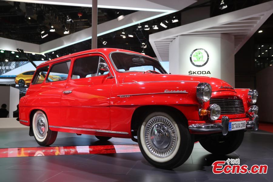 Photo taken on April 17, 2019 shows vintage cars from different brands on show during the 2019 Shanghai auto show. The 18th Shanghai International Automobile Industry Exhibition has attracted over 1,000 exhibitors from 20 countries and regions worldwide, according to organizers. (Photo: China News Service/Zhang Hengwei)