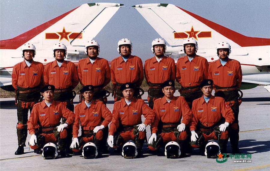 Former members of the Chinese PLA Air Force\'s August 1st aerobatic team group photo on November 11, 2010.  (Photo/81.cn)