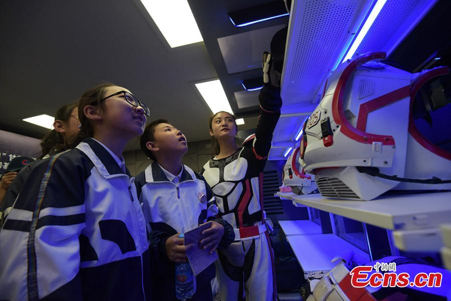 Photo taken on April 17, 2019 shows Chinese students tour the site features an \'extravehicular site\' for visitors to experience a trip on the \'Martian surface\' in mock spacesuits.  (Photo/China News Service)