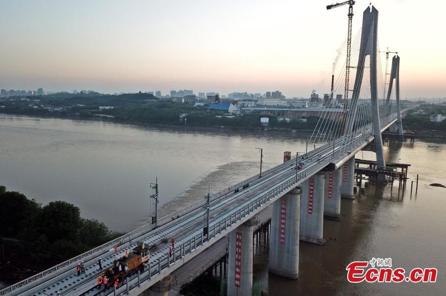 Construction is underway on the Ganjiang River bridge in Ganzhou City, Jiangxi Province, April 17, 2019. The cable-stayed bridge, part of the Nanchang-Ganzhou high-speed railway, is 2.156 kilometers long, with the main span reaching 300 meters and a tower 120.6 meters high. The bridge will carry bullet trains running up to 350 kilometers per hour. (Photo: China News Service/Ding Bo)