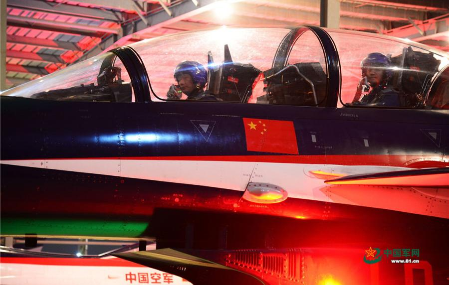 Pilots in training on the night of April 12, 2019. (Photo/81.cn)
