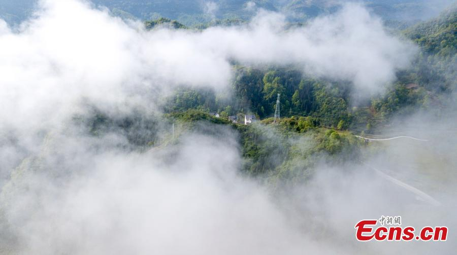 Clouds drape themselves over Xianjin Village in Wuchuan Gelao and Miao Autonomous County, Southwest China\'s Guizhou Province, April 17, 2019. The village, which is surrounded by lush mountains, appears particularly beautiful when viewed from above. (Photo: China News Service/Tian Dong)