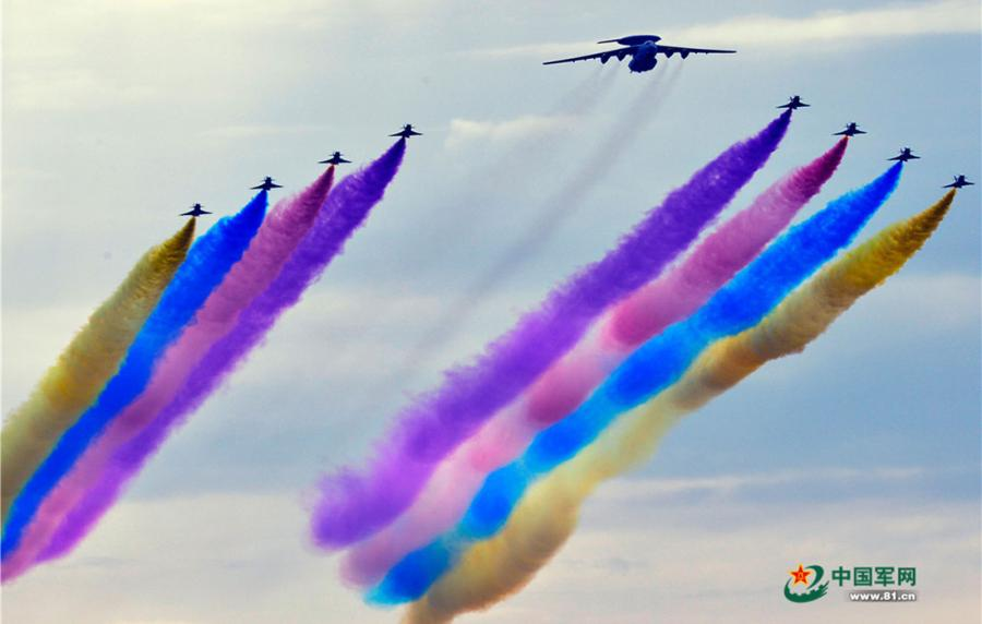 The air force team performs during the parade commemorating the 70th anniversary of the victory of the Chinese People\'s War of Resistance Against Japanese Aggression and the World Anti-Fascist War on September 3, 2015. (Photo/81.cn)