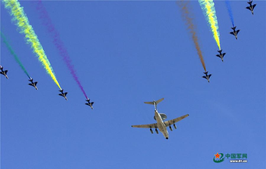 On October 1, 2009, the aerobatics team performs during the parade commemorating the 60th anniversary of the founding of the People\'s Republic of China. (Photo/81.cn)