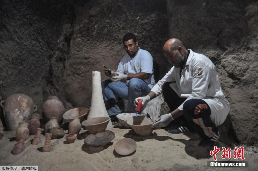 Egyptian archaeologists work inside the new tomb of Shedsu Djehuty in Luxor, 700 km south of Cairo, Egypt, 18 April 2019. This is the new discovery of the largest tomb of \