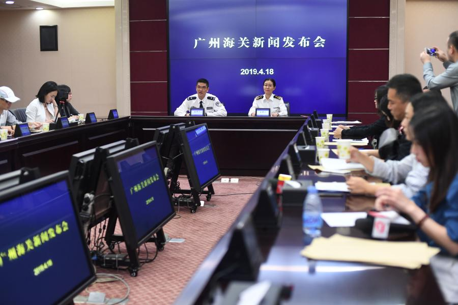 Guangzhou Customs holds a news conference in Guangzhou, Guangdong Province, April 18, 2019, showing items seized during anti-smuggling campaigns that began at the start of this year. They announced that 23 suspects and illegal wildlife products, such as ivory and rhinoceros horns, were caught in 111 anti-smuggling cases. Authorities took down a cross-border ring suspected of smuggling 333.8 kilograms of rhinoceros horns and detained seven suspects.  (Photo: China News Service/Ji Dong)