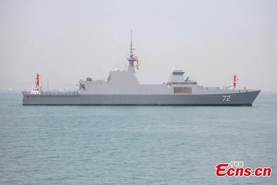 A Republic of Singapore Navy frigate arrives in Dagang port in Qingdao, Shandong Province to attend the multinational navy event to mark the 70th founding anniversary of the Chinese People\'s Liberation Army (PLA) Navy, April 19, 2019. (Photo/China News Service)