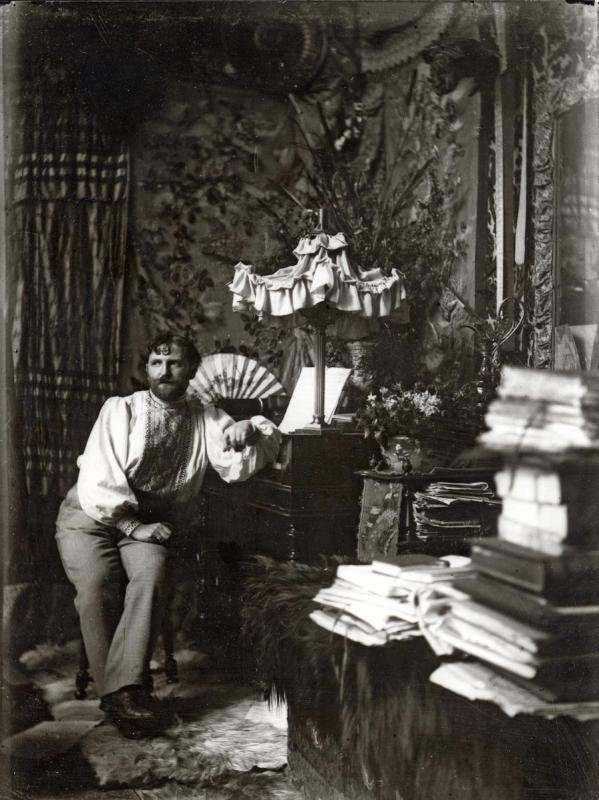 Czech artist Alphonse Mucha\'s self-portrait at his studio in Rue de la Grande Chaumiere in Paris in 1892. (Photo provided to China Daily)  \