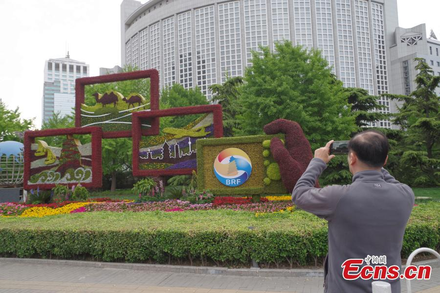 Belt and Road-themed flower bed debuts in Beijing on April 18, 2019. (Photo/China News Service)