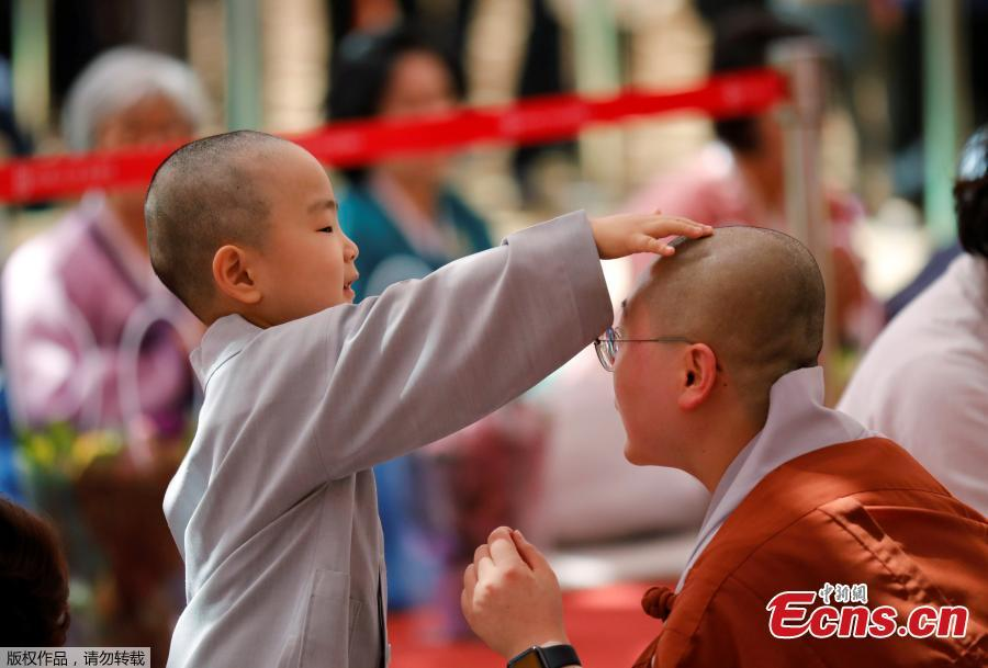 A boy has his hair shaved during the \'Children becoming Buddhist monks\' ceremony at the Jogyesa temple in Seoul, South Korea, April 22, 2019. South Korean Buddhists prepare to celebrate Buddha\'s upcoming birthday on May 12, 2019. (Photo/Agencies)