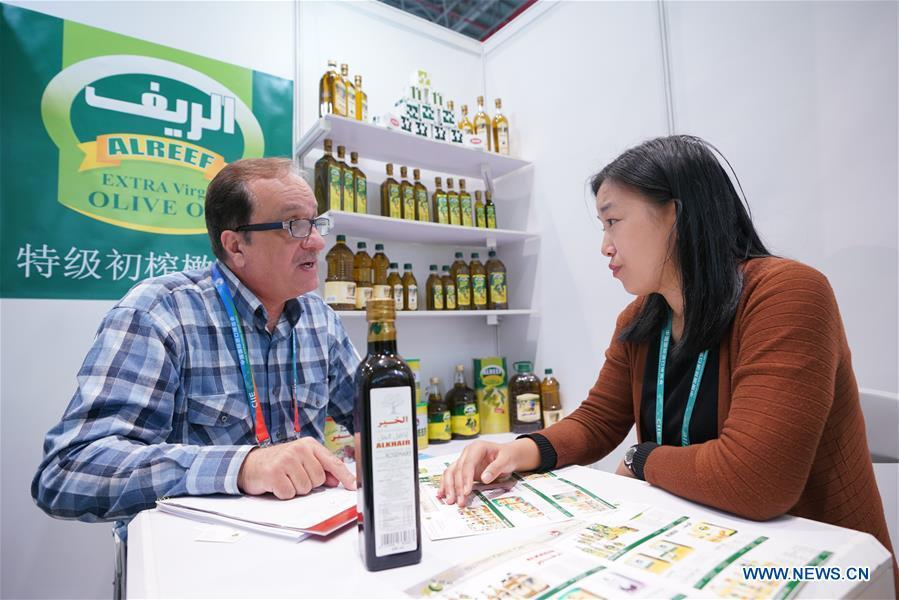 A Syrian olive oil dealer (L) introduces products at the first China International Import Expo (CIIE) in Shanghai, east China, Nov. 6, 2018. Food of a particular place is an important symbol of local geographic and cultural characteristics. Food carries history and tradition, leads the tide of trade, strengthens diplomatic relations, disseminates and promotes culture. Food has been serving as connections between people around the world. In ancient times, food such as grapes, pomegranates, walnuts, coriander, cucumbers and sesame seeds were introduced to China along the Silk Road. Nowadays, thanks to the Belt and Road Initiative, red wine, coffee, dried fruits, meat, seafood, and dairy products from foreign countries enter the homes of ordinary people, turning daily meals into feasts with exotic cuisines. (Xinhua/Meng Dingbo)