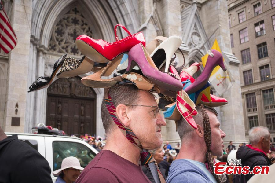 People wear Easter bonnets during the annual Easter Parade and Bonnet Festival on Fifth Avenue in New York City, New York, U.S., April 21, 2019. (Photo: China News Service/Liao Pan)