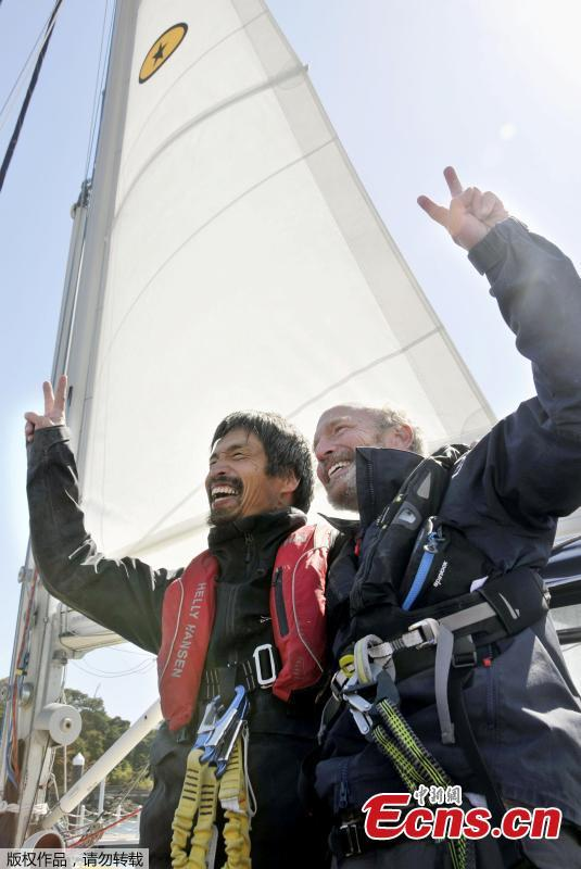 Blind sailor Mitsuhiro Iwamoto (L) celebrates with his navigator Doug Smith, April 2010.  Mitsuhiro Iwamoto successfully completes a near two-month, non-stop voyage from San Diego to Fukushima Prefecture, making him the first to make a so-called blind sailing Pacific Ocean crossing.  (Photo/Agencies)