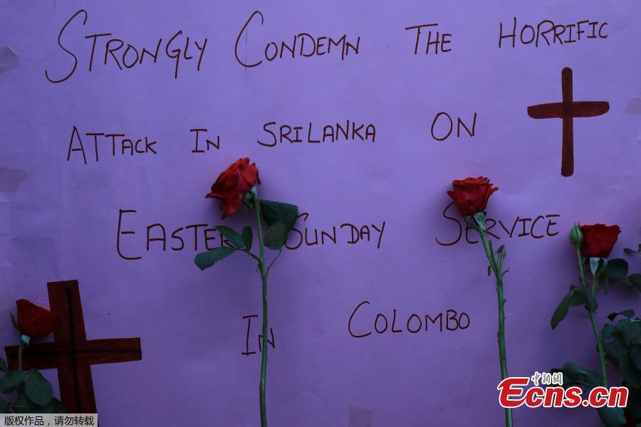 A sign and roses placed for the victims of Sri Lanka\'s serial bomb blasts, are displayed outside a church in Peshawar, Pakistan April 21, 2019.  (Photo/Agencies)