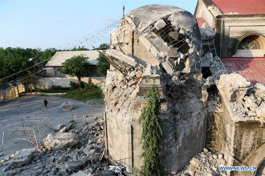 A damaged church is seen after an earthquake in Pampanga Province, the Philippines, April 23, 2019. The death toll from the 6.1-magnitude earthquake that struck the Philippines\' main Luzon Island rose to nine, local officials said on Tuesday. (Xinhua/Rouelle Umali)