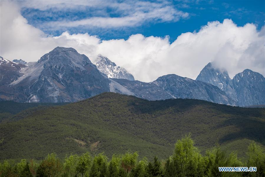 Photo taken on April 21, 2019 shows the scenery of the Yulong Snow Mountain in Lijiang City, southwest China\'s Yunnan Province. (Xinhua/Hu Chao)
