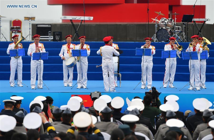 A military band from Vietnam performs during a joint military music display held to celebrate the People\'s Liberation Army Navy\'s 70th founding anniversary in Qingdao, east China\'s Shandong Province, April 22, 2019. The military bands from the navies of China, Thailand, Vietnam, Bangladesh and India performed at the event. Over 1,200 people, including officers and soldiers of navy vessels from home and abroad and Qingdao citizens, viewed the performance. (Xinhua/Zhu Zheng)
