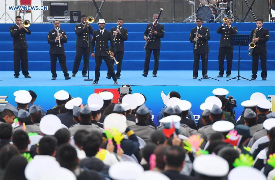 A military band from India performs during a joint military music display held to celebrate the People\'s Liberation Army Navy\'s 70th founding anniversary in Qingdao, east China\'s Shandong Province, April 22, 2019. The military bands from the navies of China, Thailand, Vietnam, Bangladesh and India performed at the event. Over 1,200 people, including officers and soldiers of navy vessels from home and abroad and Qingdao citizens, viewed the performance. (Xinhua/Zhu Zheng)