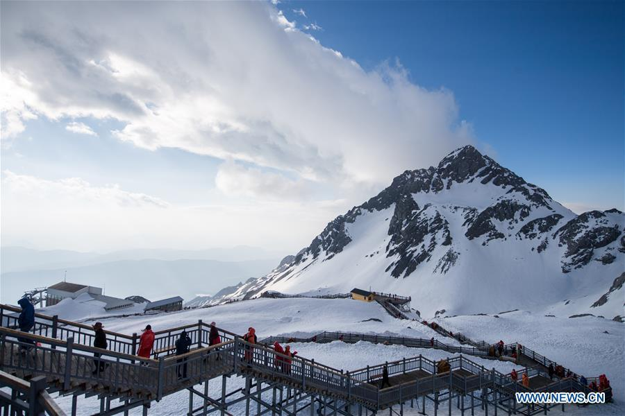 Tourists visit the Yulong Snow Mountain in Lijiang City, southwest China\'s Yunnan Province, April 21, 2019. (Xinhua/Hu Chao