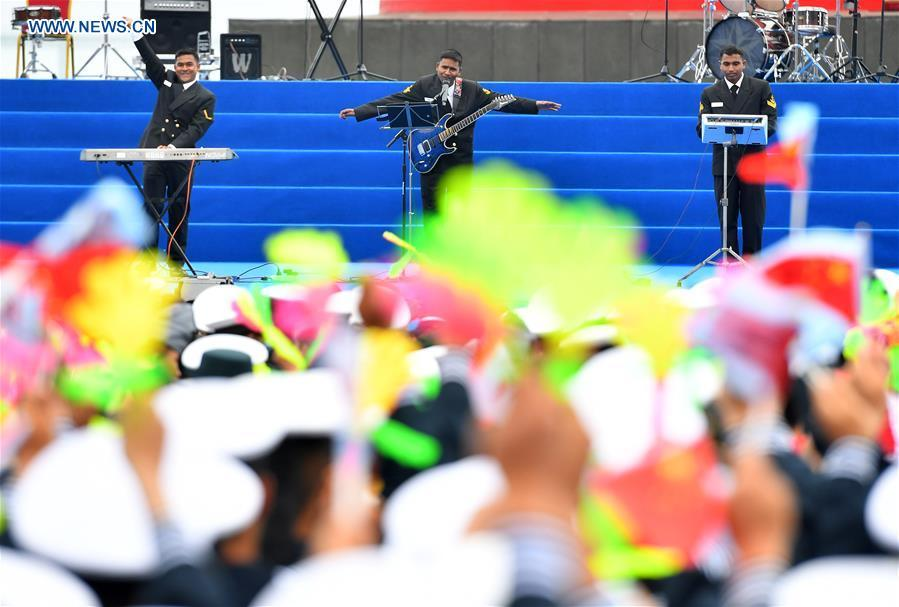 A military band from Bangladesh performs during a joint military music display held to celebrate the People\'s Liberation Army Navy\'s 70th founding anniversary in Qingdao, east China\'s Shandong Province, April 22, 2019. The military bands from the navies of China, Thailand, Vietnam, Bangladesh and India performed at the event. Over 1,200 people, including officers and soldiers of navy vessels from home and abroad and Qingdao citizens, viewed the performance. (Xinhua/Zhu Zheng)