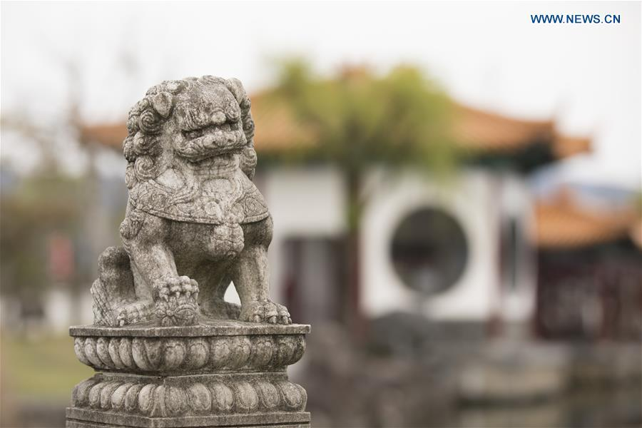 Photo taken on April 18, 2019 shows a stone lion at the Encho-en garden in Tottori, Japan. Covering an area of about 10,000 square meters, Encho-en is one of the biggest full-scaled Chinese-style garden in Japan. It was built in 1995 to show the friendship between Tottori and north China\'s Hebei Province. The designing and materials procurement and processing took place in China. The main building was shop-assembled in China before the final assembly in Japan. All these steps were supervised by Chinese engineers. (Xinhua/Du Xiaoyi)