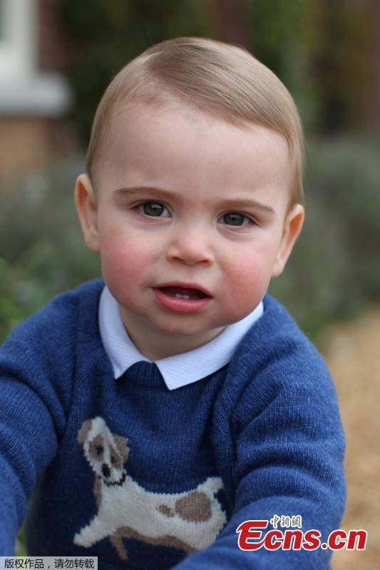 The photo released on April 22,2019 ,shows Prince Louis wearing a blue jumper in Norfolk, the family\'s country residence. (Photo/Agencies)
