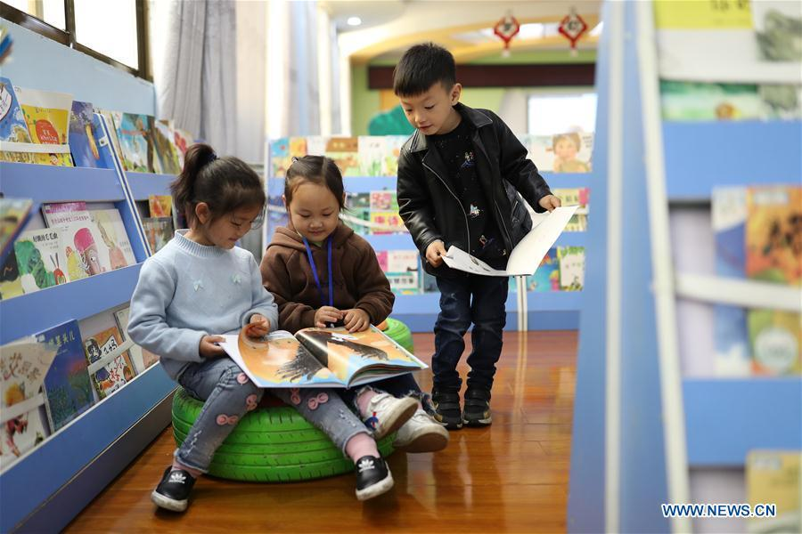 Children read books in a kindergarten in Yuping Dong Autonomous County, southwest China\'s Guizhou Province, April 22, 2019. Various activities have been held across China for the World Book Day, which is celebrated yearly on April 23 to promote reading, publishing and copyright. (Xinhua/Hu Panxue)